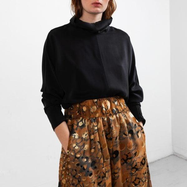 Custom-fit black top
